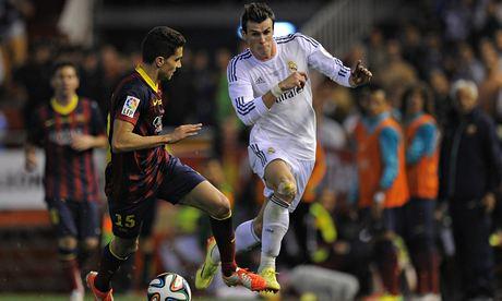 Bale escapa ante la marca de Marc Bartra